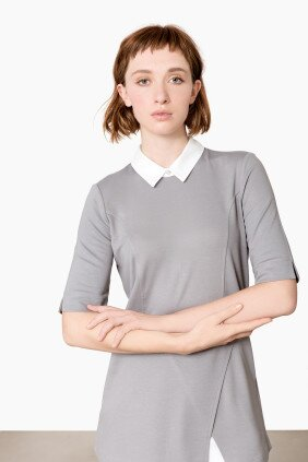 chloe-kasack-shirt-mit-blusenkragen-pastell-grau-pure-berufsbekleidung-01