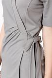clara-kittel-wickelcardigan-mit-stehkragen-pastell-grau-mit-Kragen-weiss-pure-berufsbekleidung-01